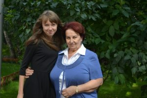 Коварина Александра, ученица 11А математического класса, с учителем физики высшей Категории Яблочковой Раисой Ибрагимовной